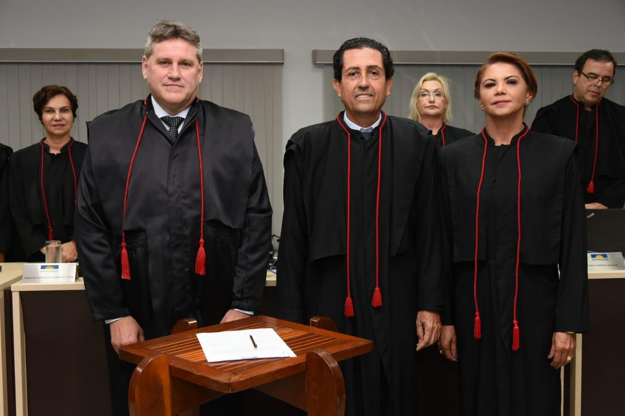 Os dois assumem os lugares de procuradores de Justiça aposentado